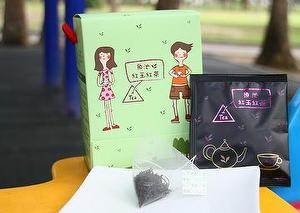 Ruby Black Tea from Yuchi - three dimensional triangular