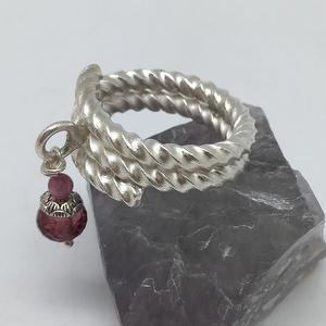 Silver Red Tourmaline Twist Grain Ring Faced Round Bead