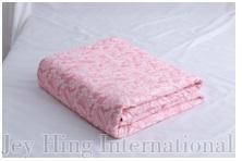 Two use a quilt - pattern:Light pink with flower